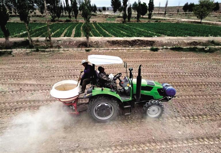 皋兰县打破地域界限推进高标准农田建设 小